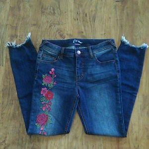 Art Class Super Skinny Jeans Chewed Hem Embroidery